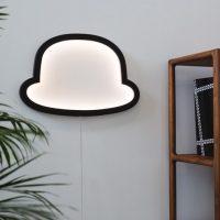 Houten lamp met retro uitstraling: design biedt licht in de duisternis