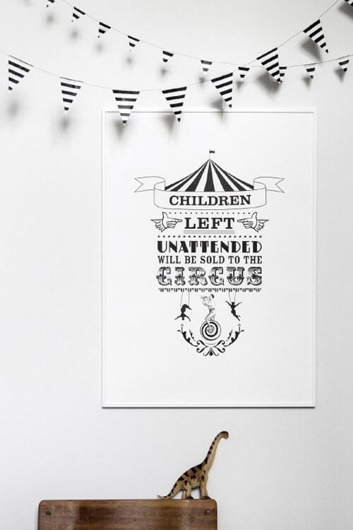 zwart wit poster met tekst circus