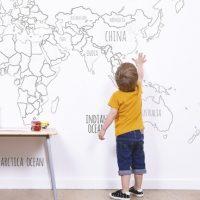 Wereldkaart behang: beplakt en bezakt, de hele wereld in huis